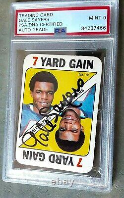 GALE SAYERS Chicago Bears Signed 1971 TOPPS Game Card #10 PSA/DNA slabbed