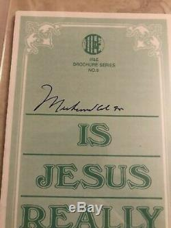 Muhammad Ali Autographed Signed Pamphlet PSA DNA Slabbed Encased
