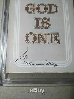 Muhammad Ali Autographed Signed Pamphlet PSA/DNA Slabbed coa